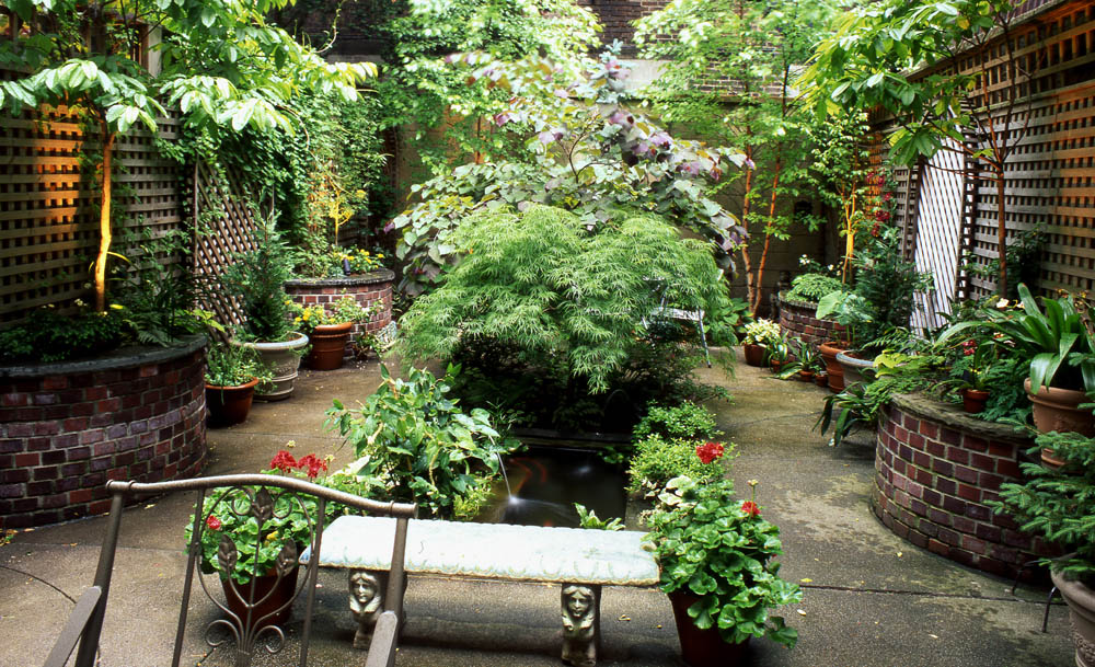 5 amazing urban garden designs for Amazing small garden designs